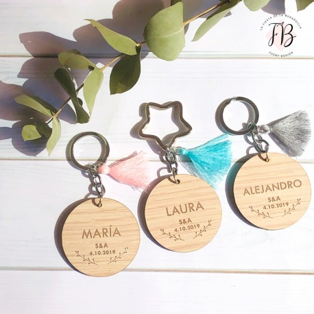 Llavero redondo con borla personalizado madera boda